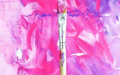 Abstraktia akryylimaalausta etäopetuksena – Riika Nick Art